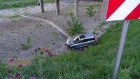 """снимка 4 Автомобил полетя в кратер на АМ """"Струма"""" край Благоевград (СНИМКИ)"""