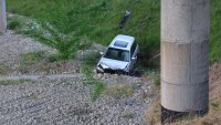 "Автомобил полетя в кратер на АМ ""Струма"" край Благоевград (СНИМКИ)"