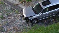"""снимка 2 Автомобил полетя в кратер на АМ """"Струма"""" край Благоевград (СНИМКИ)"""