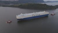 Един от най-големите кораби с опасна маневра край фиорд в Норвегия