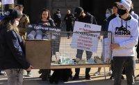снимка 6 Протест пред МС: Искат затваряне на фермата за норки край Стара Загора (Снимки)