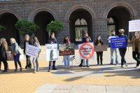 снимка 3 Протест пред МС: Искат затваряне на фермата за норки край Стара Загора (Снимки)