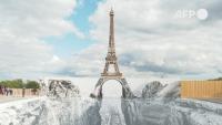 Айфеловата кула отваря за посетители с оптична илюзия