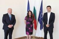 """Посланик Херо Мустафа обсъди """"Три морета"""" с министрите на икономиката и външните работи"""