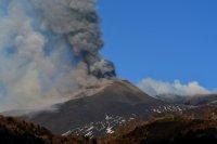 Етна отново изригна, активизира се и друг вулкан в близост