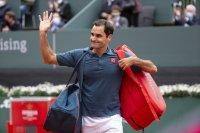 Федерер със загуба при завръщането си на корта