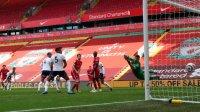 Невероятен гол на Алисон накара феновете на Ливърпул да мечтаят