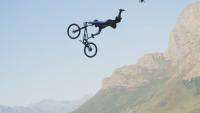 Екстремно постижение: 30-метров скок с предно превъртане