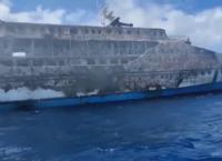 Пожар на ферибот в Индонезия: Един в неизвестност, стотици спасени