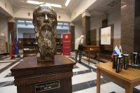 Руското посолство дари бюст на Достоевски на Народната библиотека