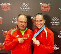 Боксьорките ни показаха медалите преди завръщането от Париж