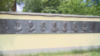 """Откриха мемориал """"Стената на българските праведници"""" в столично училище"""