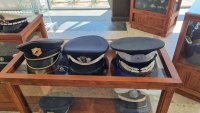 снимка 3 Полицай събира фуражки от цял свят, подреди изложба