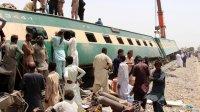 снимка 1 Най-малко 63 са загиналите във влаковата катастрофа в Пакистан