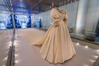 Сватбената рокля на принцеса Даяна – перла в изложба в Кенсингтън (Снимки)