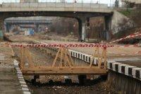Влак дерайлира край гара Белово, движението е преустановено