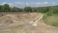 Жителите на с. Изгрев протестират заради изграждането на път твърде близо до домовете им