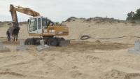 """Багер отново копае на плаж """"Смокиня"""""""