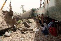 снимка 2 Най-малко 63 са загиналите във влаковата катастрофа в Пакистан