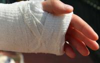 Седмокласник е със счупена ръка след бой пред елитно училище в Благоевград