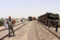 снимка 5 Най-малко 63 са загиналите във влаковата катастрофа в Пакистан