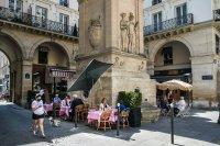 Франция маха комендантския час и маските на открито