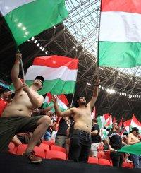 снимка 16 Унгария измъкна точка от световните шампиони