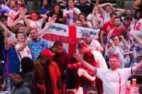 Евро 2020: БНТ прекосява Европа с феновете (ДЕН 27)