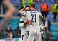 Защо Манчини смени вратарите си в 89-ата минута срещу Уелс?