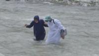 Здравните власти в Индия прекосяват ледени води, за да ваксинират хората