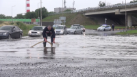 Автомобили закъсаха след поройния дъжд в Бургас