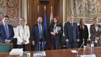 Вицепрезидентът Йотова обсъди проблемите ни със Скопие на разговори във Франция