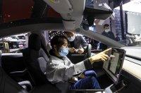 """""""Тесла"""" изтегля 285 000 коли от китайския пазар заради проблеми със софтуера"""