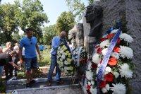 Отборът на Левски почете паметта на Гунди и Котков