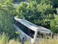 Автобус излезе от пътя и падна в канавка в Стара Загора