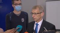 Министър Денков иска пълна деполитизация на образователната система