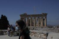 Очаква се маските на открито в Гърция да отпаднат от 24 юни