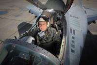 Съпругата на загиналия пилот с въпроси към министъра на отбраната