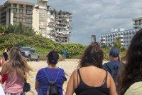 Расте броят на издирваните след рухването на сграда в Маями