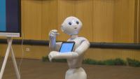 Роботи помагат на ученици да учат уроците си
