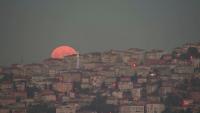 Ягодова Суперлуна над Истанбул