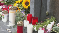 Жители оплакват жертвите на нападението с нож във Вюрцбург