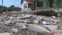 Десетки семейства бедстват в община Горна Оряховица, унищожена е част от пътната настилка