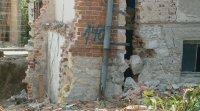 Къща в Пловдив се разцепи заради строителен изкоп, може да рухне