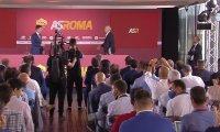 Моуриньо прекъсна пресконференцията си, за да отстрани проблем (Видео)