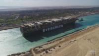 На 7 юли освобождават кораба, блокирал Суецкия канал през март