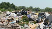 """Жители на """"Факултета"""" се оплакват от огромните количества боклук"""