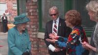 """Кралица Елизабет Втора посети """"Улица """"Коронация"""""""