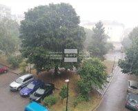 Силна буря с проливен дъжд затрудни движението в София