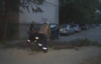 Силна буря в Пловдив събори огромен бор върху две коли